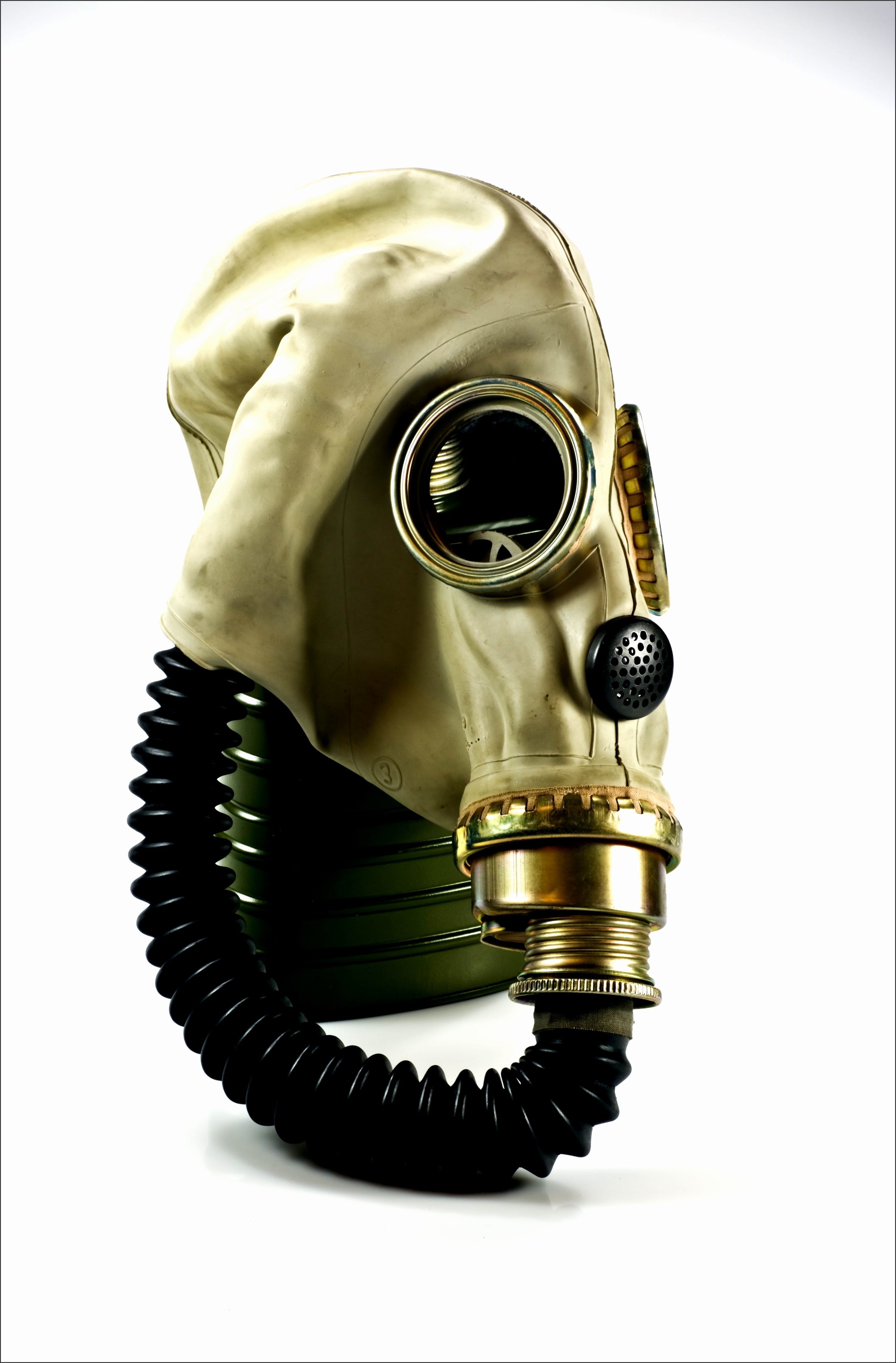 A Polish MUA gas mask used in the 1970s and 1980s